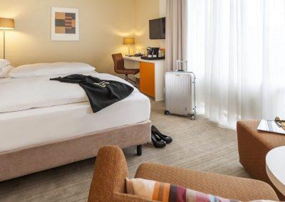 Mercure Hotel Dortmund Centrum Doppelzimmer Twinbett Schreibtischansicht