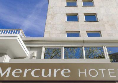 Mercure-Hotel-Dortmund-Centrum-Haupteingang-Logo