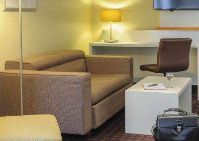 Mercure-Hotel-Dortmund-Centrum-Suite-Sitzecke-Gepaeck