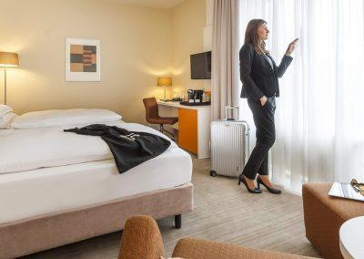 Mercure Hotel Dortmund Centrum Zimmer Person Fensteransicht