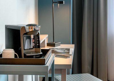Mercure Hotel Dortmund Centrum Privilege Zimmer Kaffeemaschine und Schreibtisch
